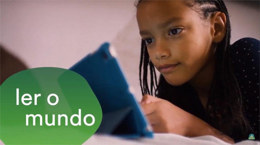 ler o mundo criança lendo